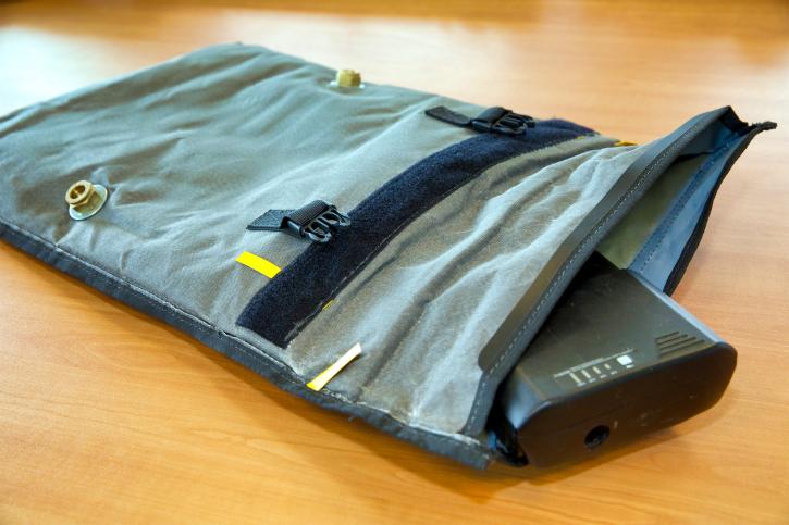 Een lithium-ion-batterij in een brandwerende en ontploffingsbeschermende tas van Battery Control
